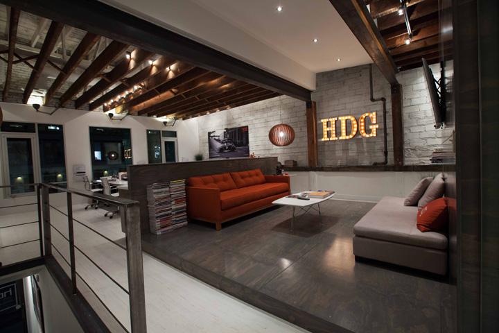 """现代办公空间就应该是一个""""高科技盒子"""""""