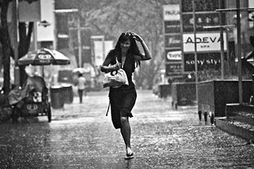 风雨中的女子,丰富而随性